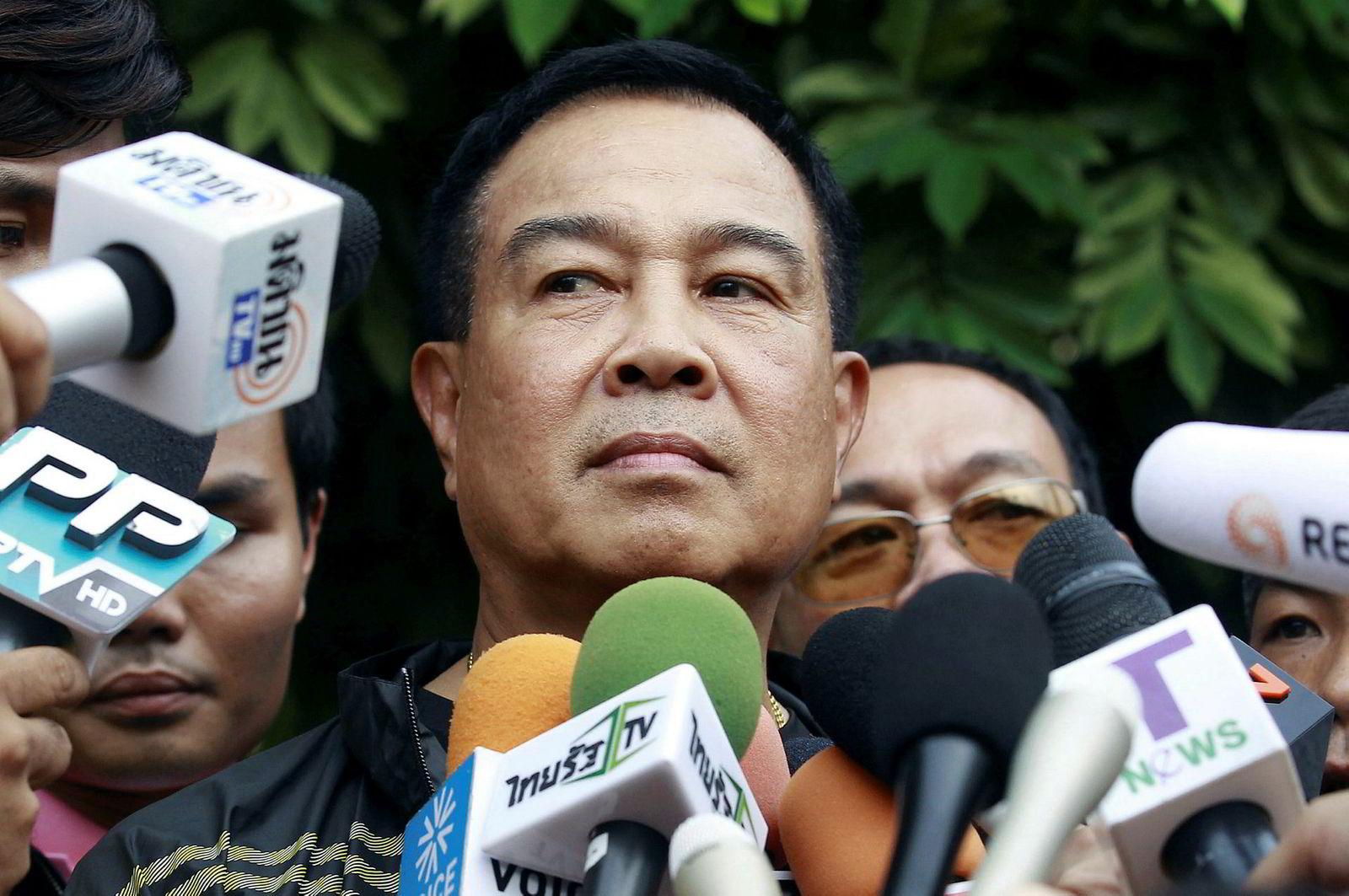 Den tidligere politidirektøren i Thailand, Somyot Pumpanmuang, er i hardt vær etter å ha innrømmet å ha lånt penger fra en mistenkt bordelleier. Her blir han intervjuet i 2015, da han fortsatt var politisjef.