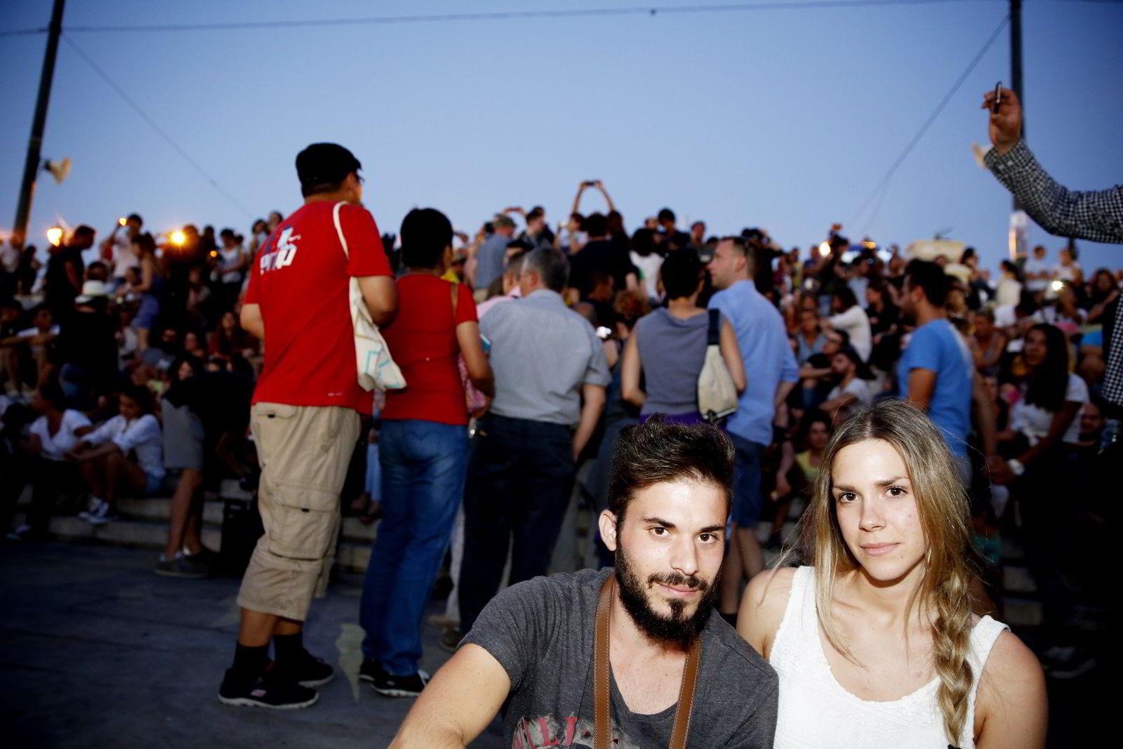 Anthi Stekou (22)og Babis Santorineos mener Alexis Tsipras gir den nye genrasjonen håp om en bedre hverdag.