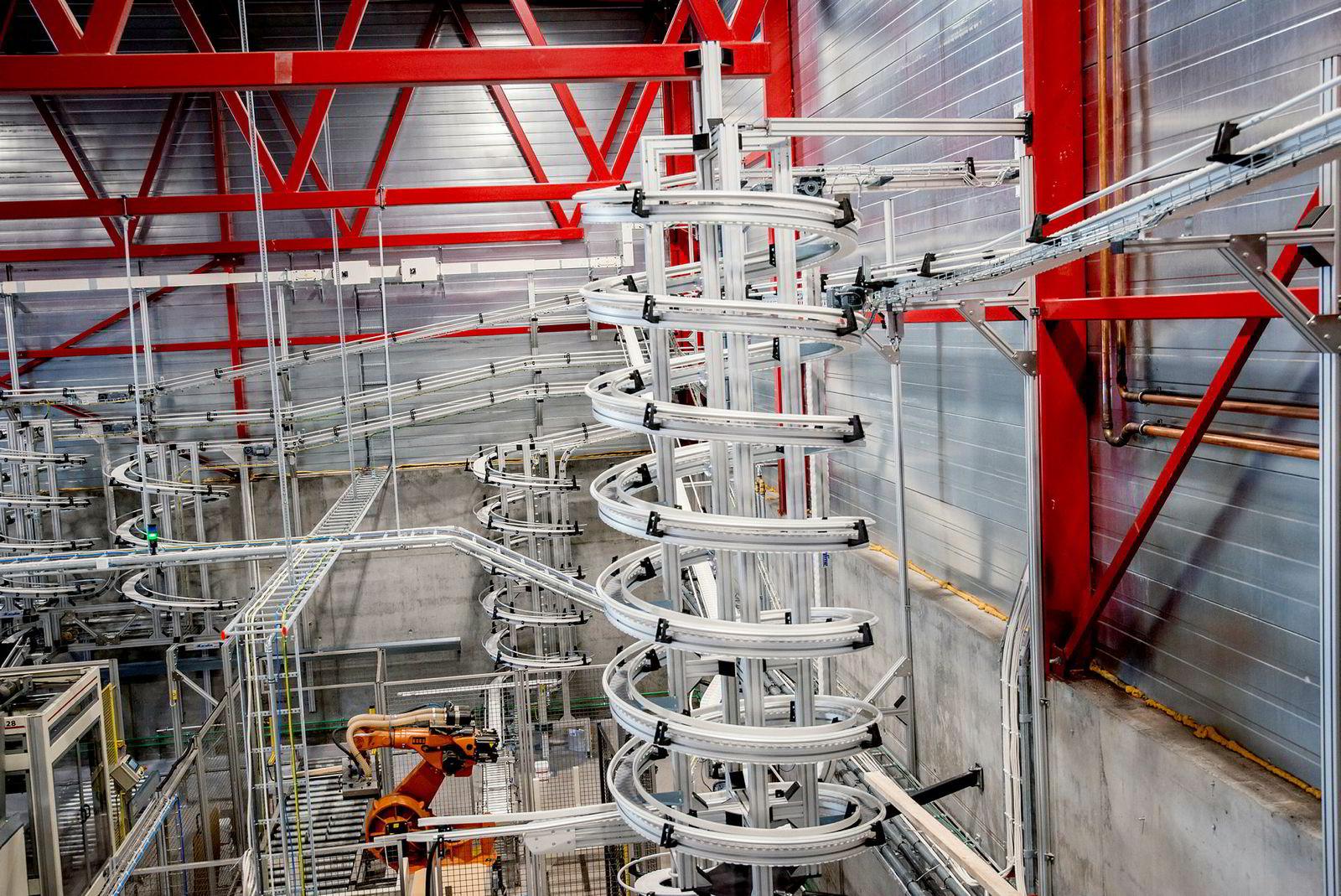 Den nye produksjonslinjen i Lerums lokale i Kaupanger hvor Lerum har slått sammen saft- og syltetøy-produksjonen.