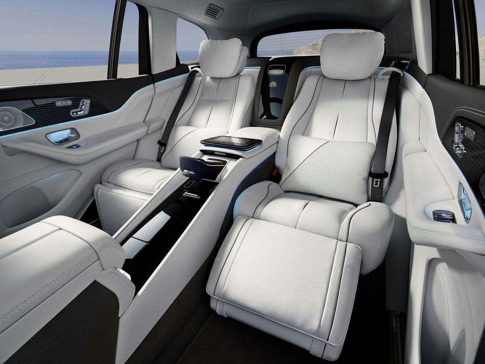 Selv på dette bildet, ser det ut til at det er mulig å sitte godt i Mercedes-Maybach GLS 600.