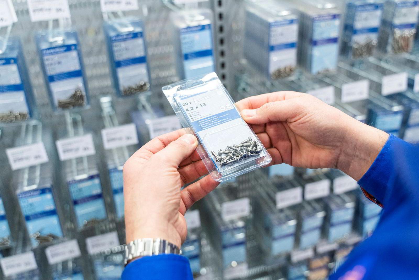 Jernia-sjef Espen Karlsen lover at de små plastpakkene med spiker og skruer skal bort og erstattes med salg i løsvekt innen utgangen av neste år.