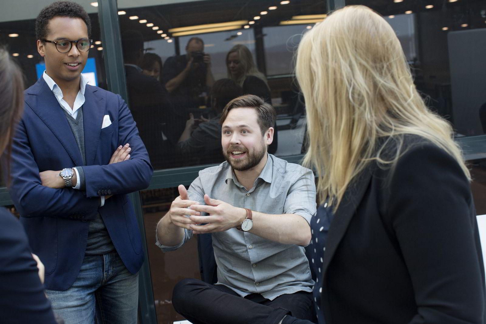 Sebastian Rundqvist i diskusjon med David Alexandre Salvail , Sonni Christine Jakobsen og Kjersti Westeng om fremtidens finansteknologi. Foto: