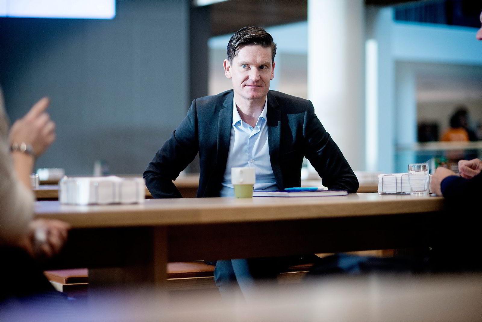 Nordeas sjeføkonom Kjetil Olsen mener norsk økonomi har klart seg overraskende bra, og tror sysselsettingen vil holde seg stabil det neste året.