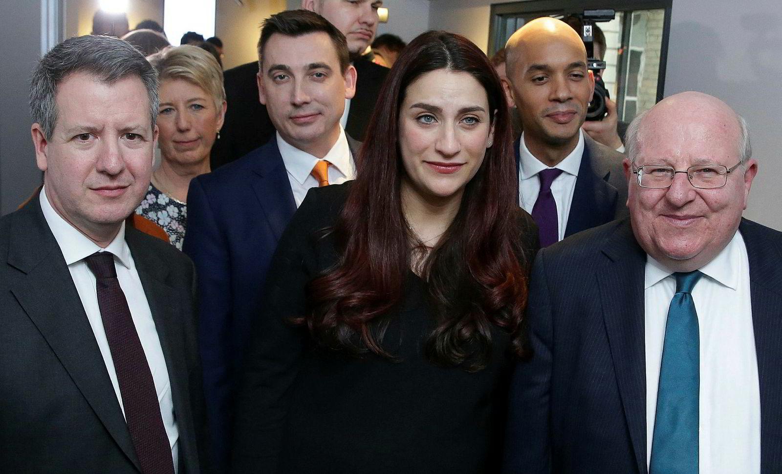 Denne gjengen har brutt med Labour og dannet en ny uavhengig gruppe i det britiske parlamentet. Fra venstre Chris Leslie, Angela Smith, Gavin Shuker, Luciana Berger, Chuka Umunna og Mike Gapes.
