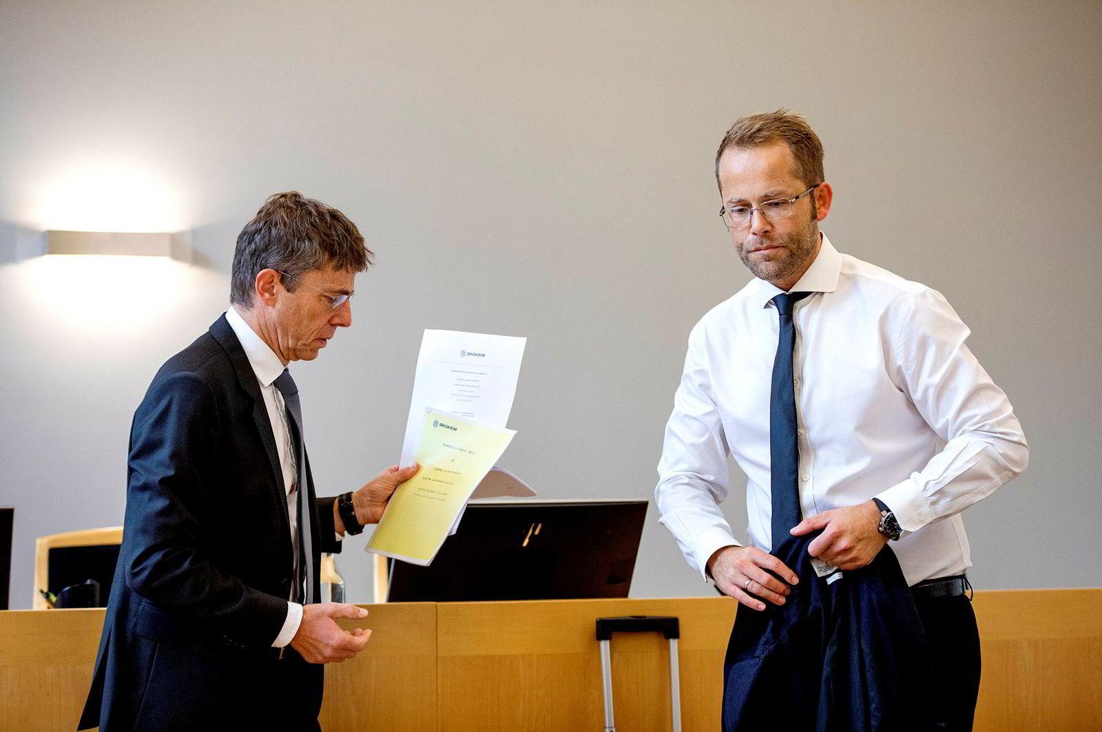 Hanne Madsens forsvarer Max Henrik Jespersen fra advokatfirmaet Elden (til høyre) sammen med aktor i straffesaken mot Madsen, hans Tore Høviskeland i Økokrim, da lagmannsretten behandlet straffesaken tidligere i høst.