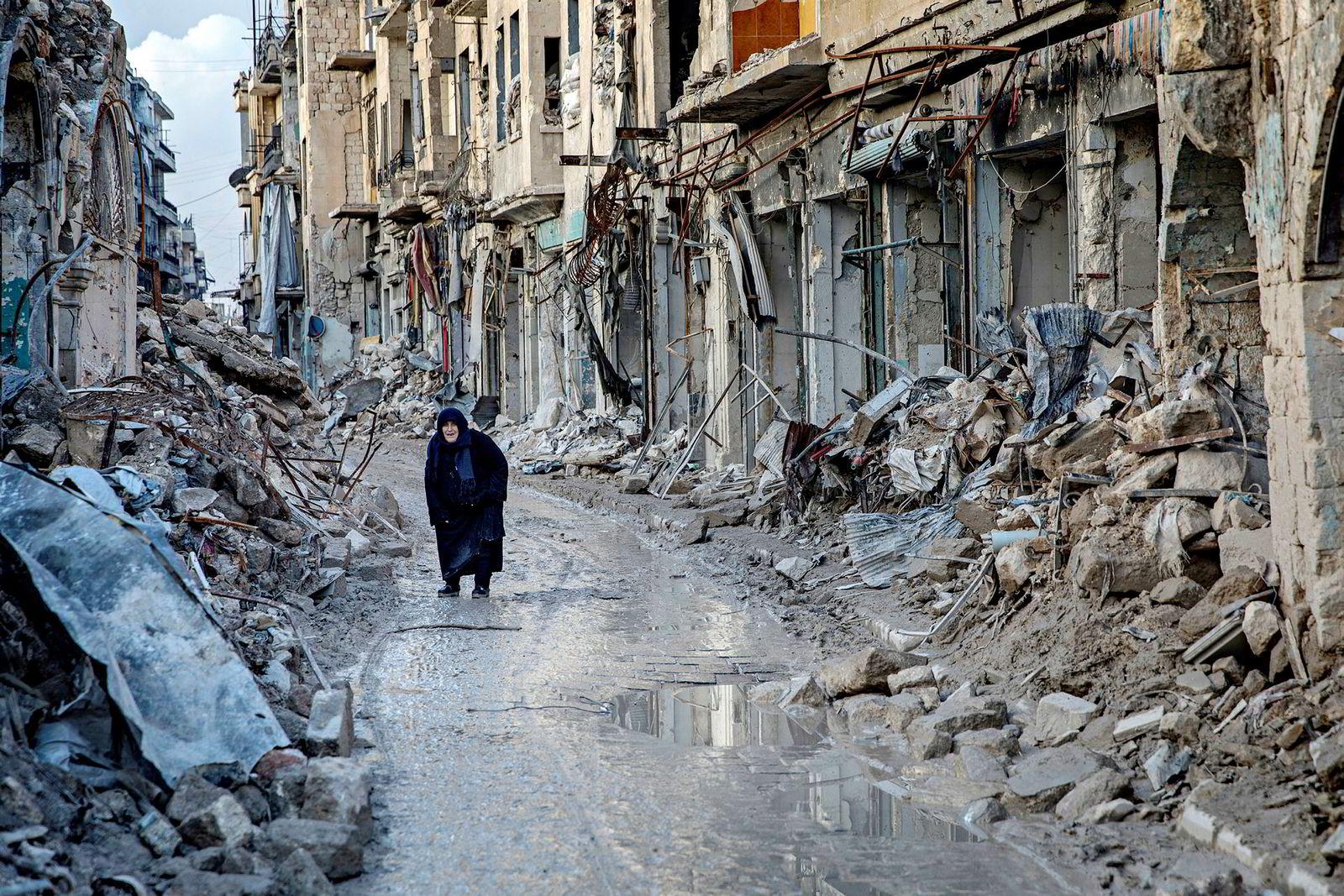 Over flere år har Aleppos befolkning lidd og levd under granatregnet. På nyåret kom menneskene og historiene om et helvete på jord frem fra ruinene.