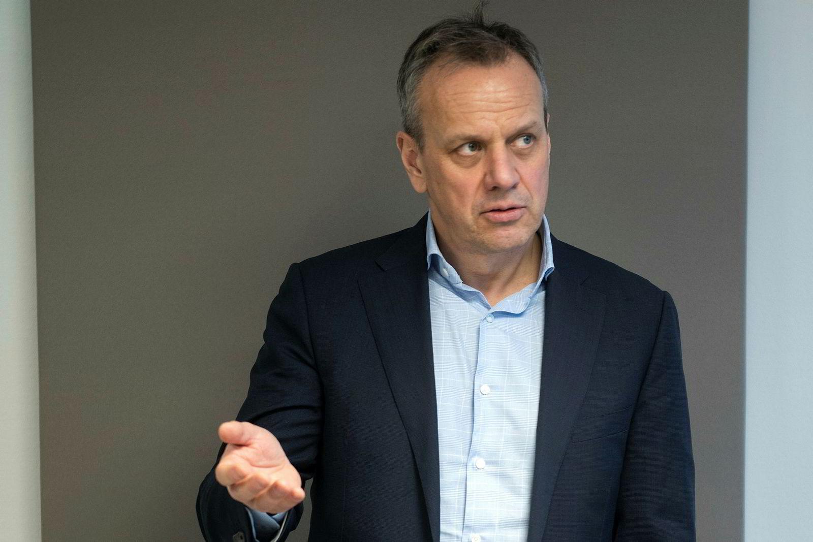 Leif Sundsbø, leder for cybersikkerhet i Cisco Norge, sier Facebook og andre sosiale medier er blitt en markedsplass for cyberkriminalitet.
