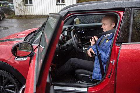 Jan Christian Holm fra Lexus mener Mini minner om et dukkehus.