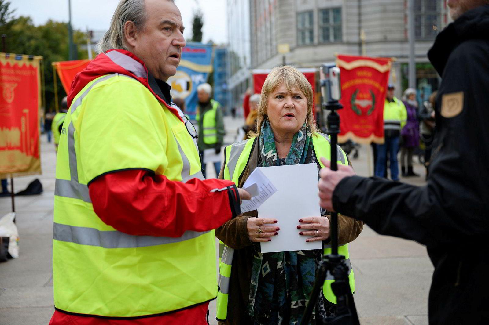 Lederne Rolf Ringdal, i Norsk Lokomotivmannsforbund og Jane B. Sæthre, i Norsk Jernbaneforbund ledet politisk streik mot innføring av EUs 4. jernbanedirektiv torsdag.