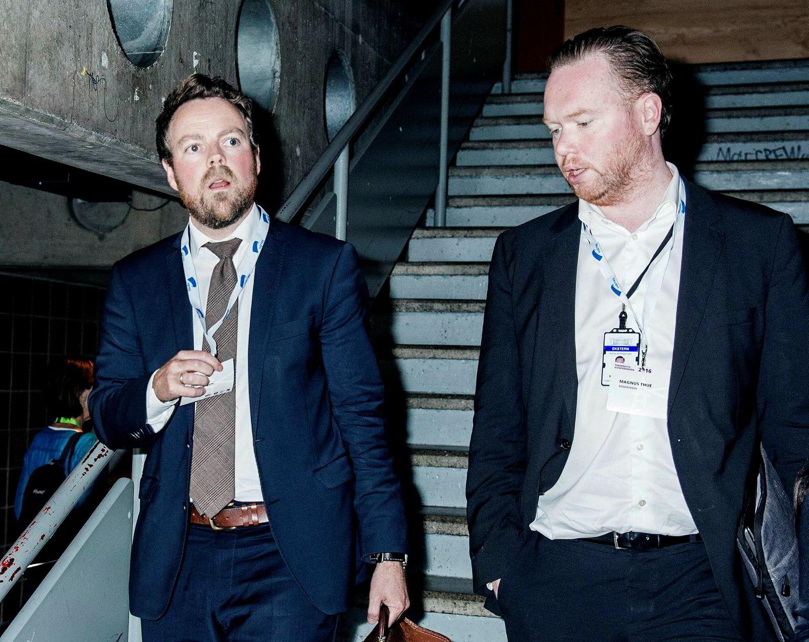 Magnue Thue (til høyre) er statssekretær for næringsminister Torbjørn Røe Isaksen og synes den svenske dommen som forbyr nettreisegigantenes prisklausuler er interessant. Men har vil ikke forskuttere hva departementet konkluderer med i saken