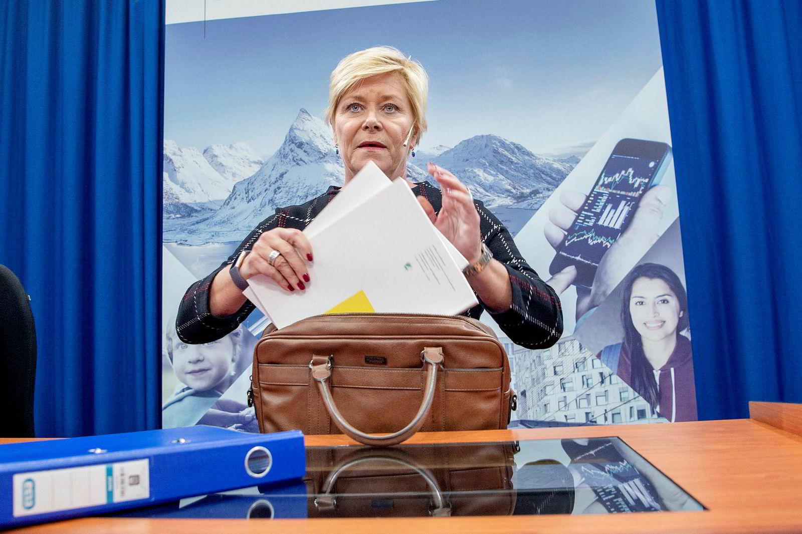 Frp-leder Siv Jensen har truet med å felle regjeringen hvis iskanten ble flyttet sørover.