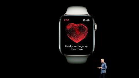 Jeff Williams demonstrerer ECG-funksjonen i Apple watch.