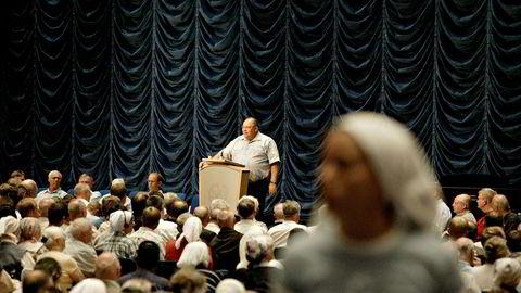 Kåre J. Smith på talerstolen under et møte i Brunstad Christian Church (BCC). Smith har i flere år vært åndelig leder i menigheten.