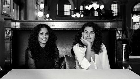 Norske-ish. Bahareh Badavi (til venstre) og Melike Leblebicioglu startet samtalen om det å være «nesten norsk» da de jobbet sammen på settet til «Hotel Cæsar».  – Her er det noe, tenkte jeg. Dette må vi skrive om, sier Badavi.