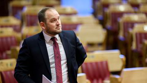 Samferdselsminister Jon Georg Dale krever at byene tar alt eller ingenting når regjeringen tilbyr en bompengepakke.