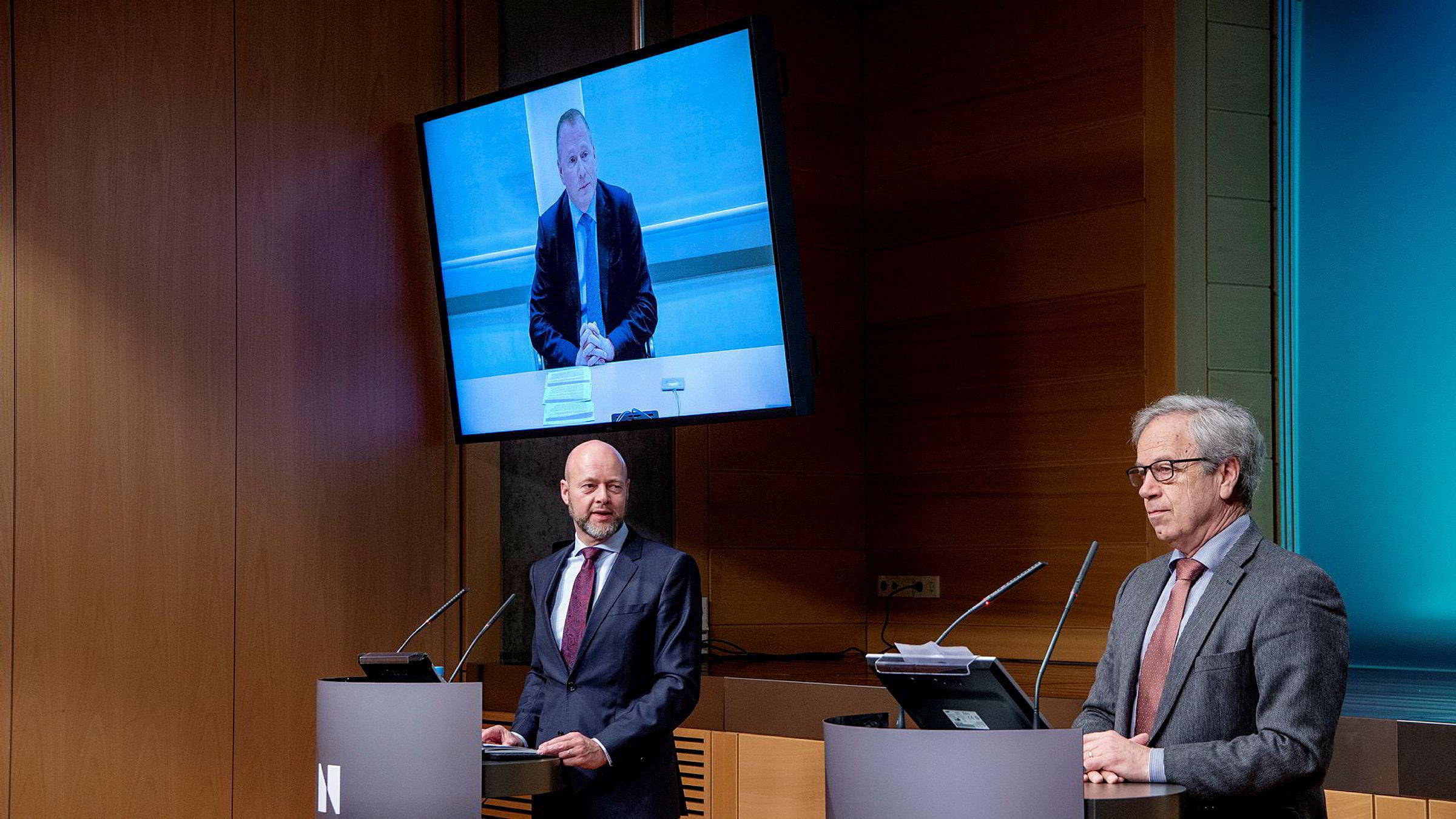Sentralbanksjef Øystein Olsen (til høyre) presenterte på pressekonferanse 26. mars nyheten om at Nicolai Tangen (på skjermen) er utpekt som ny sjef for Oljefondet når Yngve Slyngstad går av.