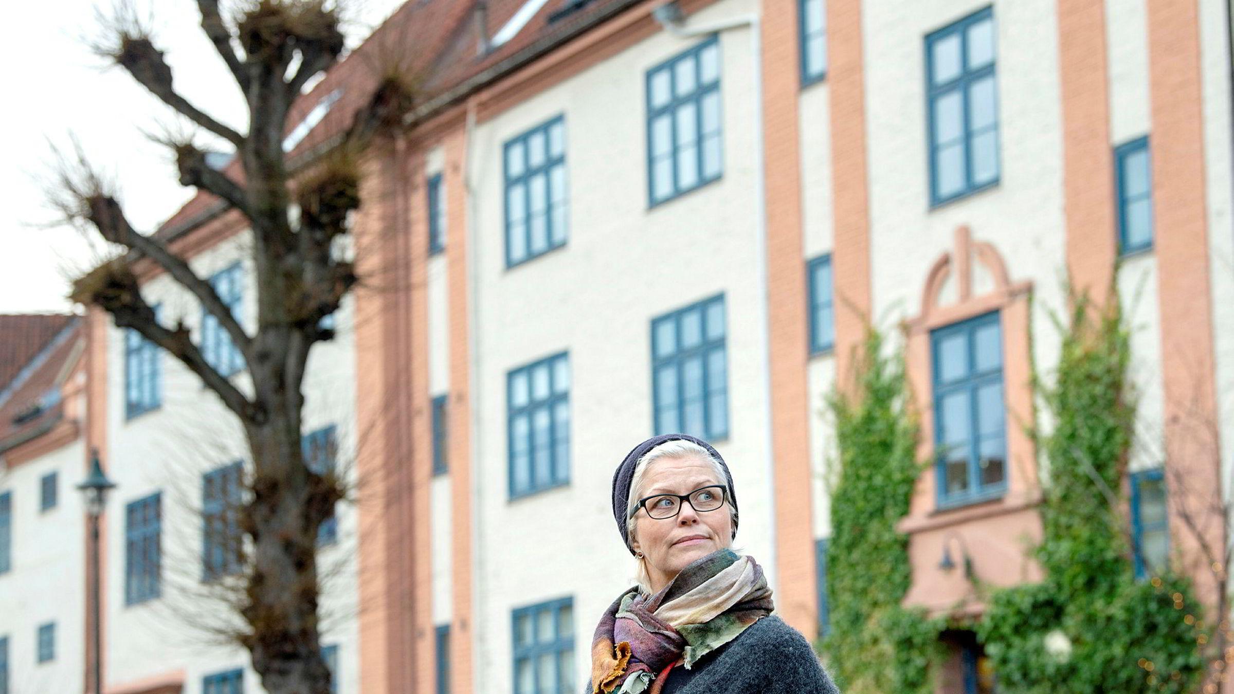 Iren Ulstein (51) bor i Oslo, men kommer fra Ulsteinvik, hvor høye strømregninger er et hett diskusjonstema.