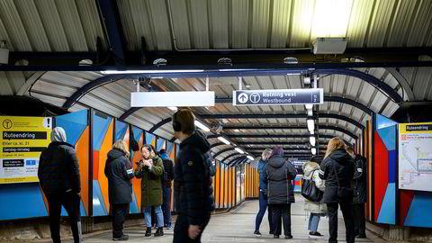 På Stortinget T-banestasjon er det ikke unormalt å støte på billettkontrollører.