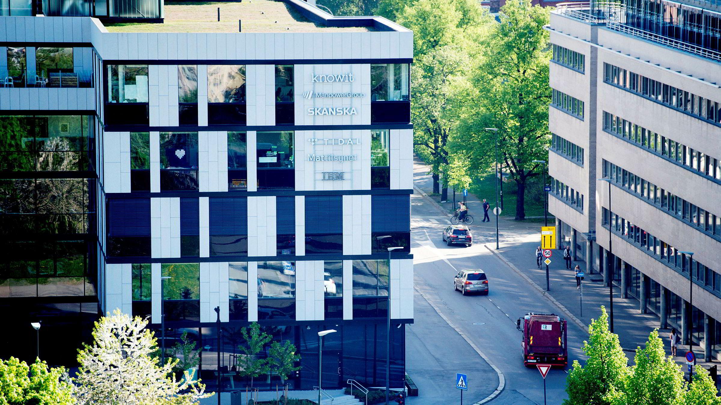 Tidal eies fra skatteparadiset Caymanøyene, men har hovedkontor på Tøyen i Oslo. De fleste ansatte jobber i Oslo, og brorparten av pengestrømmen fra Tidals aktiviteter går via norske selskaper.