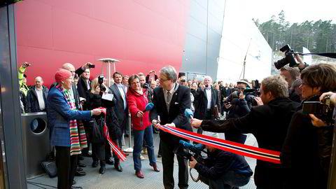 17. november 2011 åpnet Olav Thon sammen med ordfører Arvid Grundekjøn første byggetrinn i det nye Sørlandssenteret utenfor Kristiansand. Siden skulle det vise seg å bli både dårlig butikk og ende i rettstvist med selgerne av eiendommen.