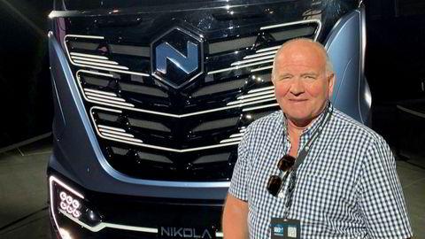 Rolf Olav Tenden foran en Nikola Tre på «Nikola World» i 2018. Han så lite som tydet på at selskapet var i ferd med å begynne produksjonen av funksjonelle hydrogenlastebiler.