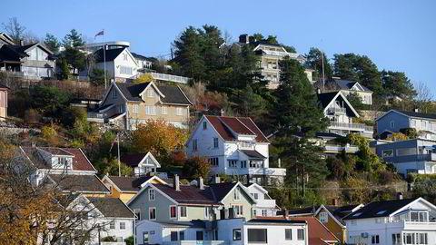 Boligprisene faller vanligvis litt i desember måned. (Arkivfoto, boliger i Drøbak.)