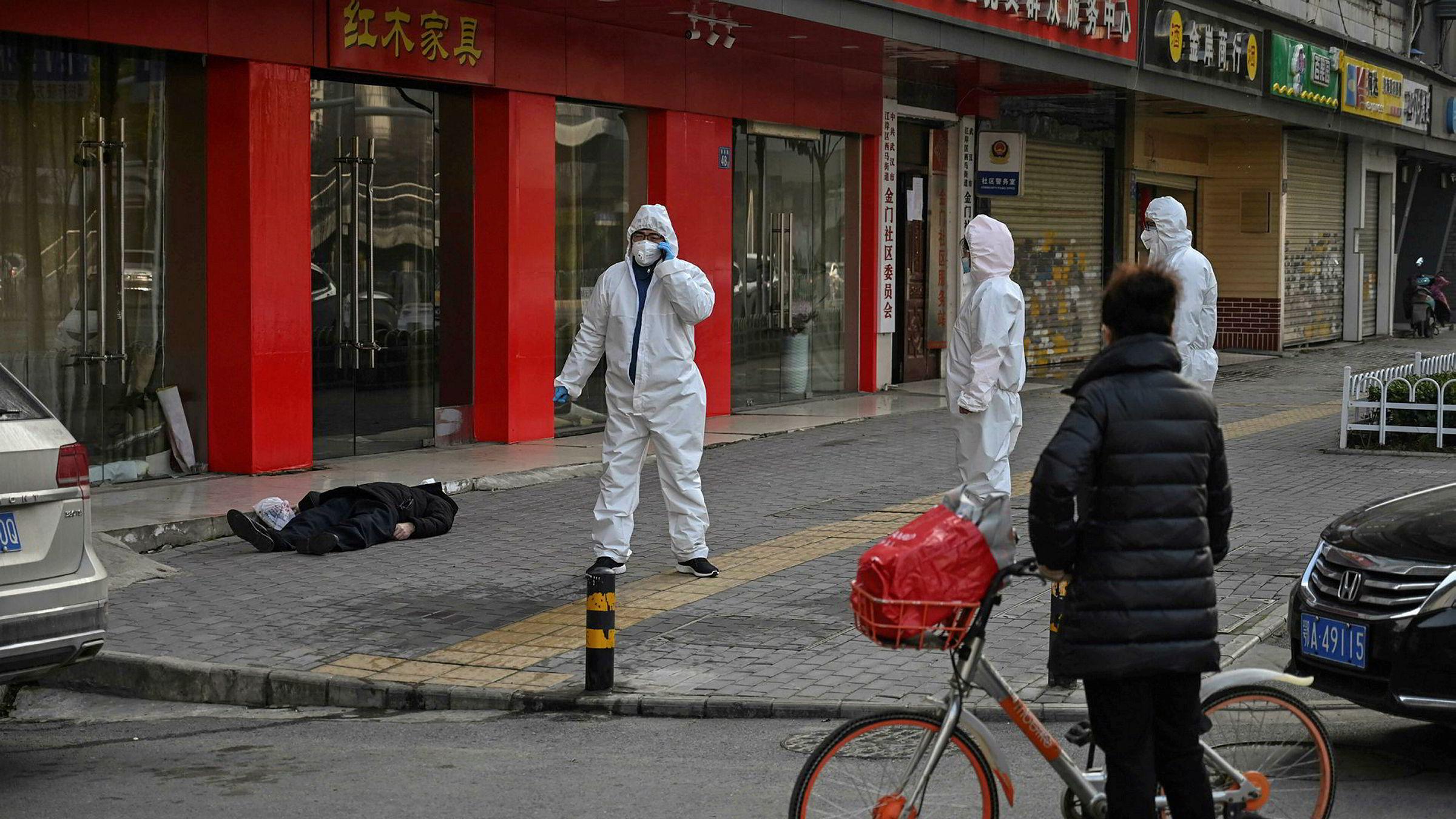 Antall dødsfall fra coronaviruset har økt kraftig denne uken. Bare på torsdag døde 42 mennesker ved kinesiske sykehus i Hubei-provinsen. Totalt er 212 mennesker bekreftet døde. En eldre mann kollapset og døde på en gate ved et sykehus i Wuhan på torsdag, ifølge nyhetsbyrået AFP.