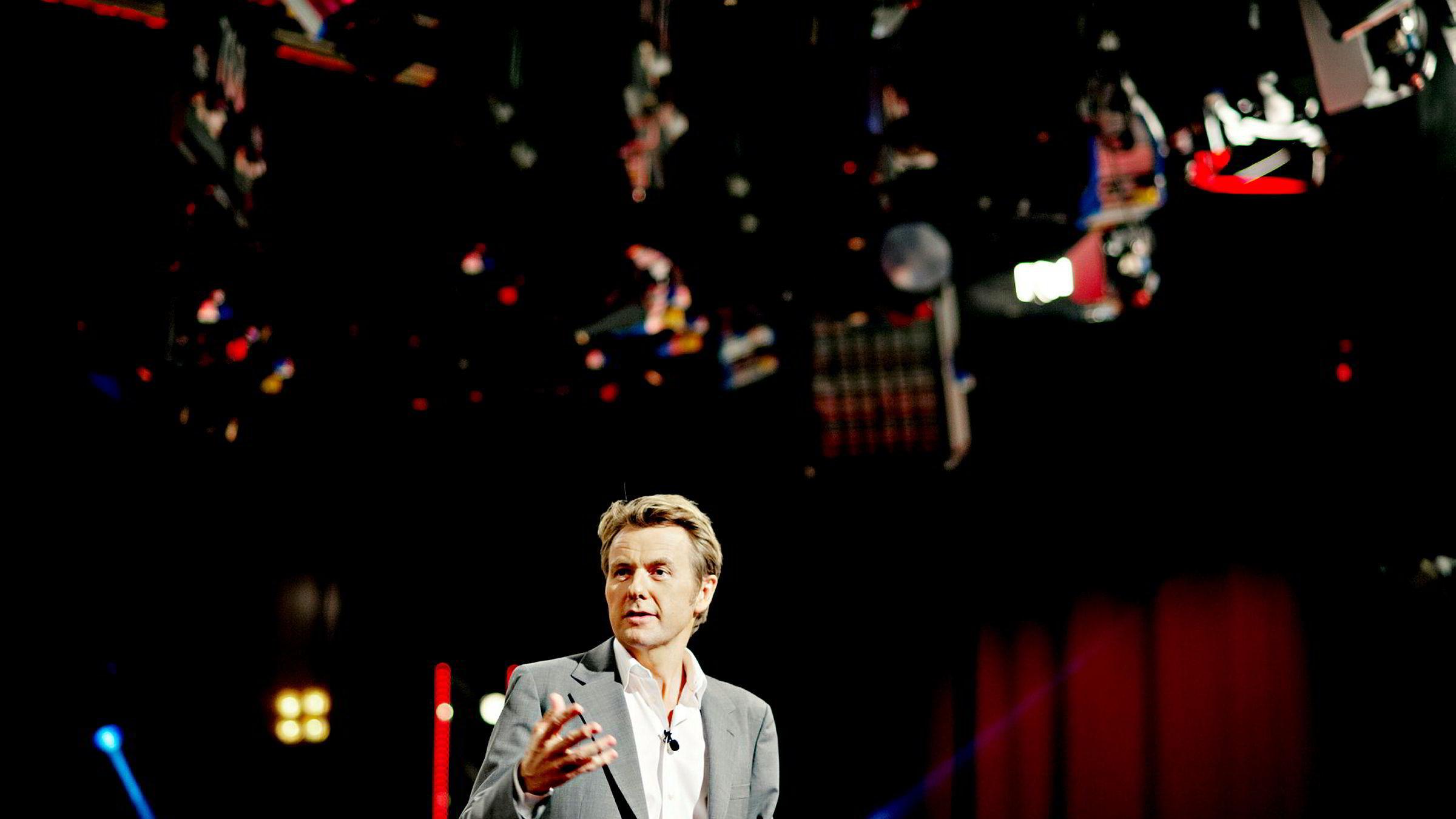 NRK hevder Fredrik Skalvans (bildet) overgang til TV 2 kun handlet om penger. Det er TV 2 sterkt uenig i.