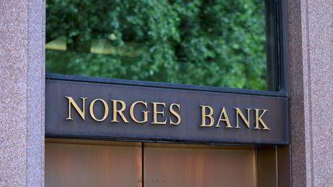 Erfaringen er at negative renter virker som en skatt på banksystemet, skriver Kjetil Olsen.