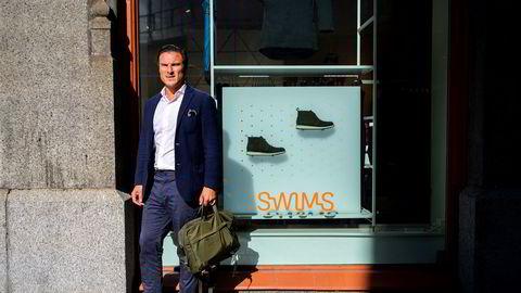 – Det er blitt en dyr sommer, sier Alexander Eskeland, daglig leder for Swims i Europa og medgründer av selskapet. Her fra selskapets butikk i Prinsens gate i Oslo.