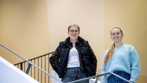 BI-studentene Victoria Opsal og Ida Rokkones tror det er skolens ledelse som tar det tyngst at den er ute av årets Financial Times-rangering.