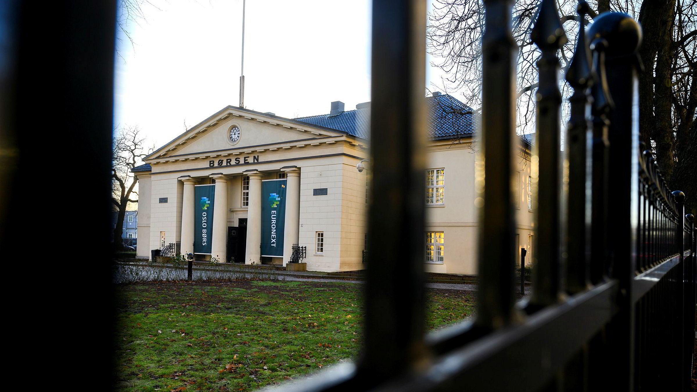 Oslo Børs stuper 3,5 prosent mandag.