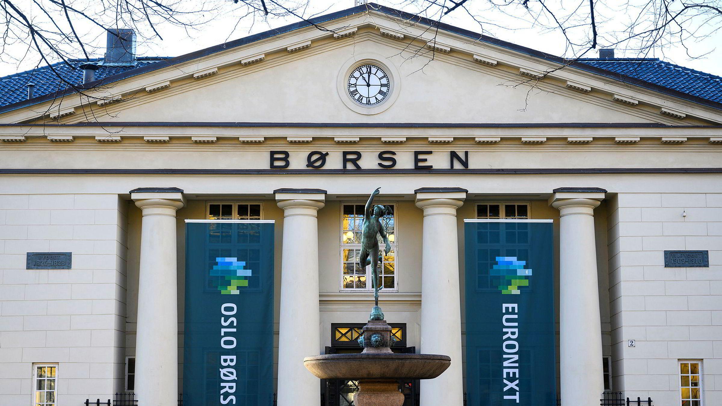 Oslo Børs, ny fasade med Euronext-banner.