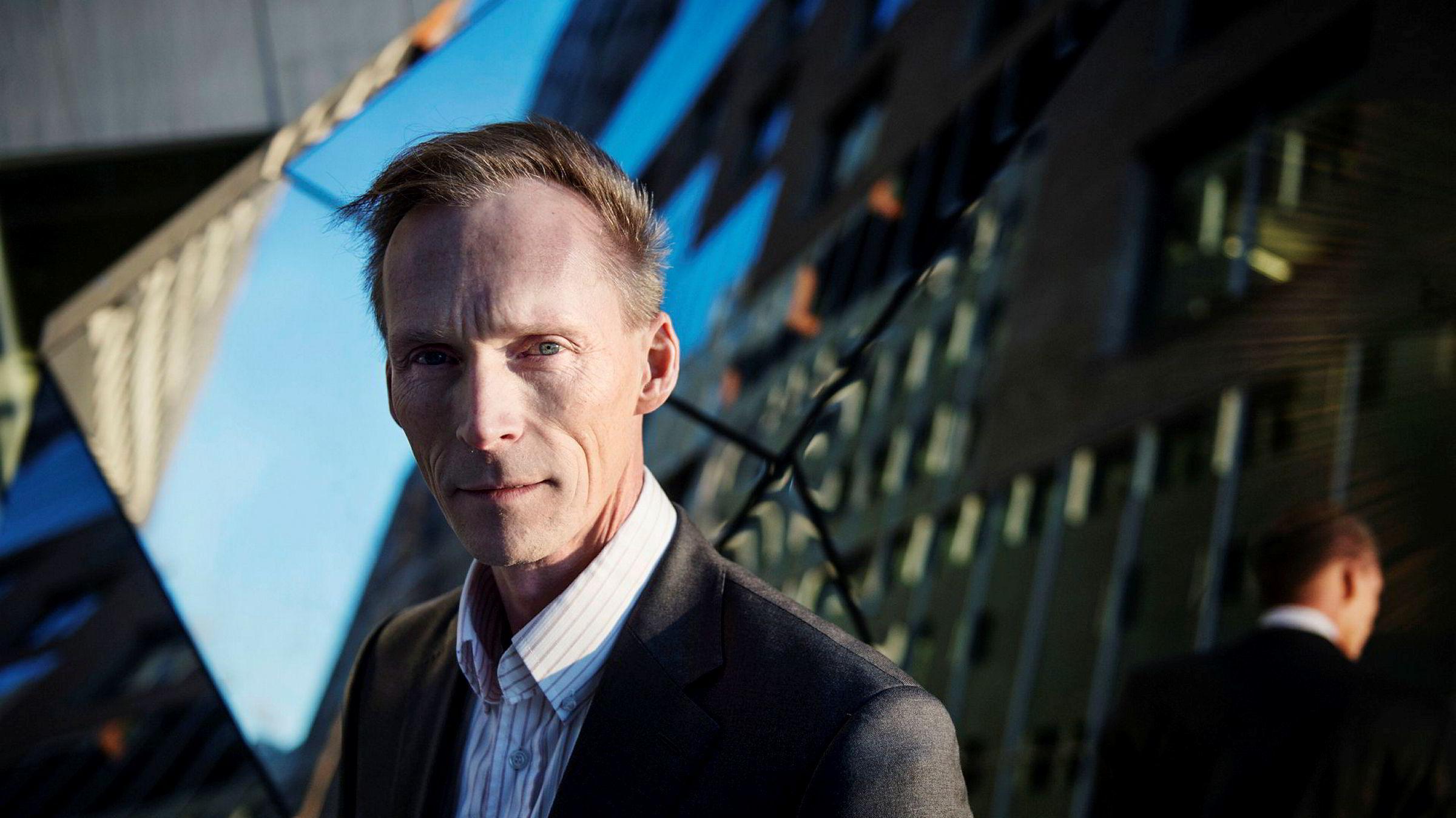 Seniorøkonom Kyrre Aamdal i DNB Markets sier at han tror boligprisene falt tre prosent i april.