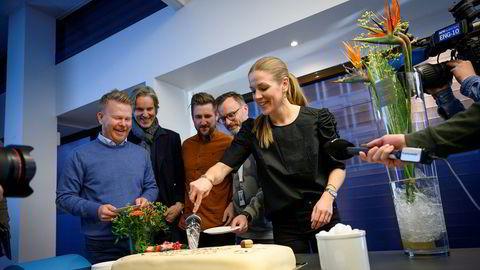 Nordic Entertainment Group (Nent) sikret seg de mest ettertraktede sportsrettighetene i landet: Premier League. Cecilia Gave, sportssjef i Nent, samlet kolleger til kakefest.