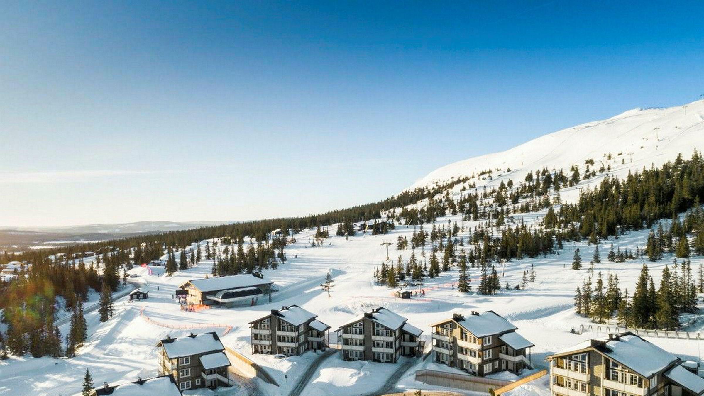 Eiendomsmegler Petter Birkrem i Privatmegleren Ullevål har solgt to fritidsleiligheter med høy standard her på Trysil Mountain Lodge, en til 5,89 og en til 5,925 millioner kroner.