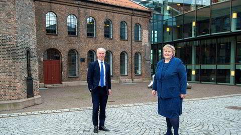 Konsernsjef i Storebrand Odd Arild Grefstad utfordrer statsminister Erna Solberg og finansminister Jan Tore Sanner (til høyre) – om blant annet og stille krav i krisepakkene og gjør rapportering på klimarisiko obligatorisk.