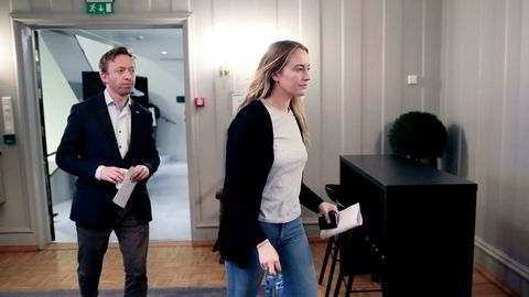 Generalsekretær John-Ragnar Aarset i Høyre og fungerende Unge Høyre-leder Sandra Bruflot tok sterk selvkritikk på partiets vegne på en pressekonferanse i Oslo tirsdag ettermiddag.