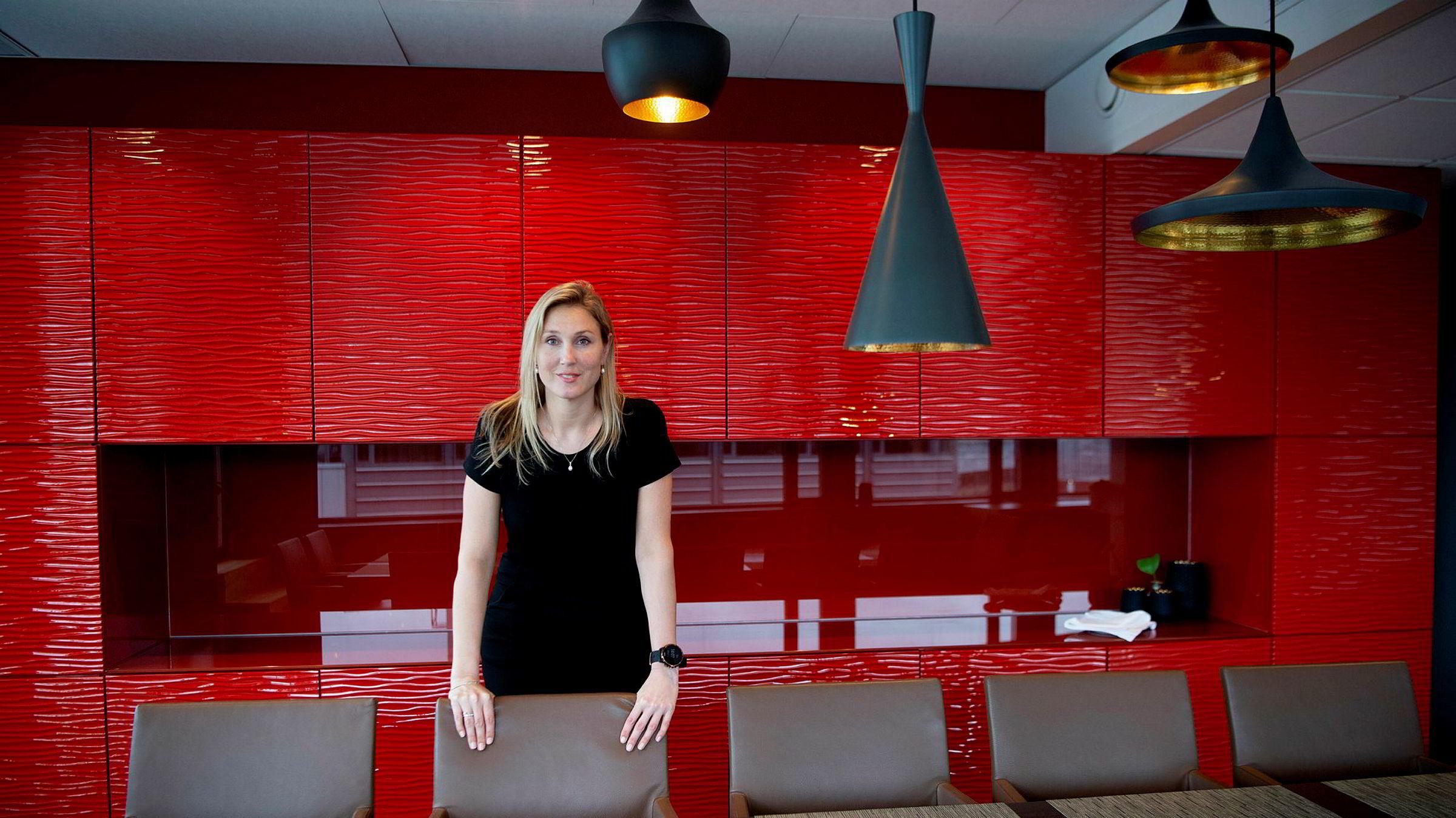 Erica Blomgren Dalstø, sjefstrateg i SEB, tror Norges Bank kommer til å sette opp renten tidligere dersom boligprisene skyter fart igjen.
