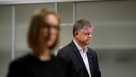 Norwegian-sjef Jacob Schram i møte med næringsminister Iselin Nybø, der temaet var ytterligere krisehjelp til flyselskapene. Foto: Fartein Rudjord