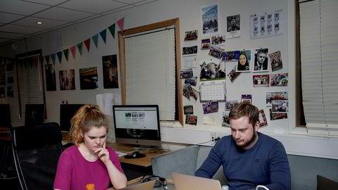 Det er på dette rommet, det såkalte mediesenteret ved NHH, K7 Bulletin blir skapt. Her jobber magasinredaktør Amalie Christensen og styreleder Eivind Langdal i studentavisen.
