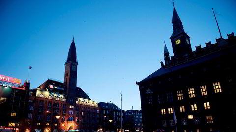 Da jeg kom til Danmark, oppdaget jeg at danske studenter ikke jobbet i butikk eller i barer. Danske studenter jobber i Mærsk, skriver Håkon Ugletveit Jahr. Københavns rådhus til høyre.