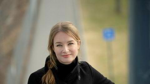 Advokat Charlotte Holmedal Gjelstad ber myndighetene kommer på banen for å hindre at mange næringsdrivende havner i momstrøbbel om de bidrar i koronadugnaden.