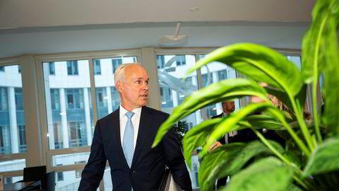 Finansminister Jan Tore Sanner lot døren stå på gløtt for utbyttebetaling fra bankene. Den bør ikke stenges nå.