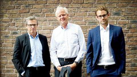 Norwegian Crystals har tapt 200 millioner kroner på silisiumsfabrikken i Glomfjord de siste to årene. Snart skal det snu, ifølge finansdirektør Erik Bjørstad (til høyre). Daglig leder Reidar Langmo til venstre og styreleder Tore Schiøtz i midten.