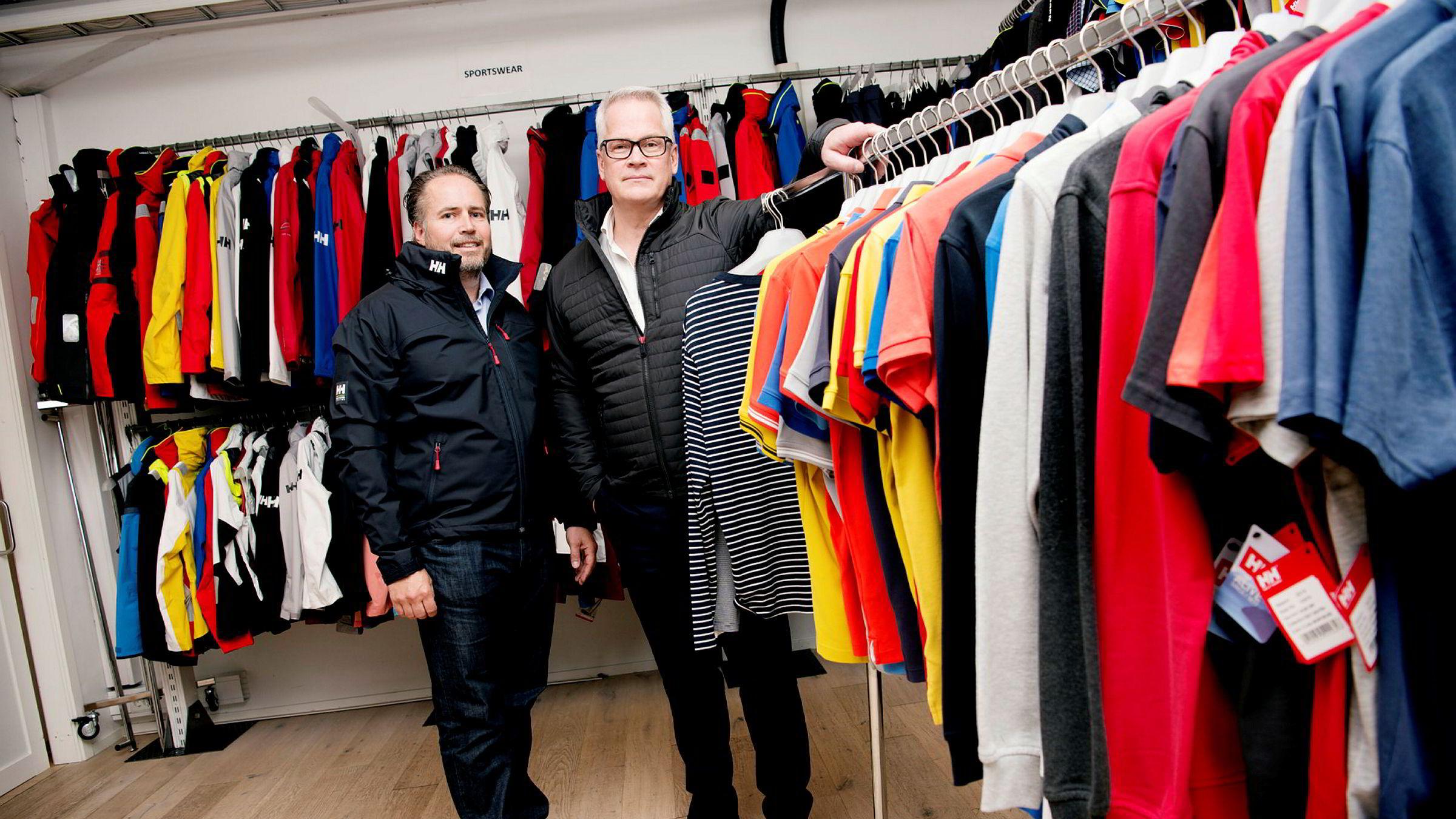 f07dbdfa Konsernsjef Paul Stoneham (til høyre) og finansdirektør Wilhelm Matheson i Helly  Hansen.
