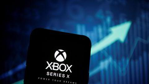 Spillkonsollene Playstation 5 og Xbox X forventes å være i salg mot slutten av 2020. Til tross for at Sony og Microsoft holder kortene tett til brystet om eksakt utgivelsesdato og veiledende pris, har enkelte nettbutikker begynt å signalisere hva forbrukeren kan vente seg å måtte betale.