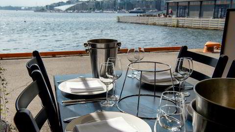 En lavere mva-sats også på maten du spiser på restaurant vil være svært positiv for en næring som er grovt rammet av koronakrisen, skriver Heine Johansen.