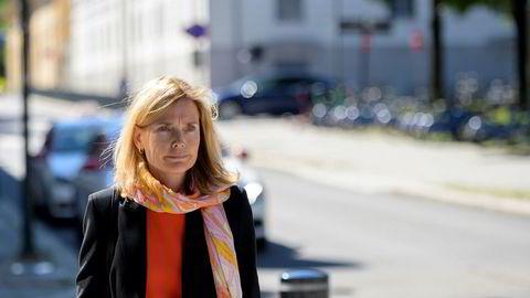 Karen Helene Ulltveit-Moe, styremedlem i Norges Banks hovedstyre, ankommer det ekstraordinære styremøte i Norges bank om Nicolai Tangen. Foto: Fartein Rudjord