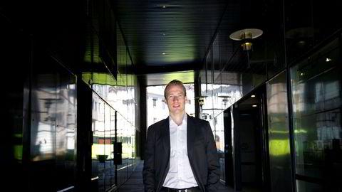 Hvis noen med innsikt i fremtidige kutt, kjøper aksjer i oljeselskaper, kan det grense til innsidehandel, mener Teodor Sveen-Nilsen, analytiker i Sparebank1 Markets